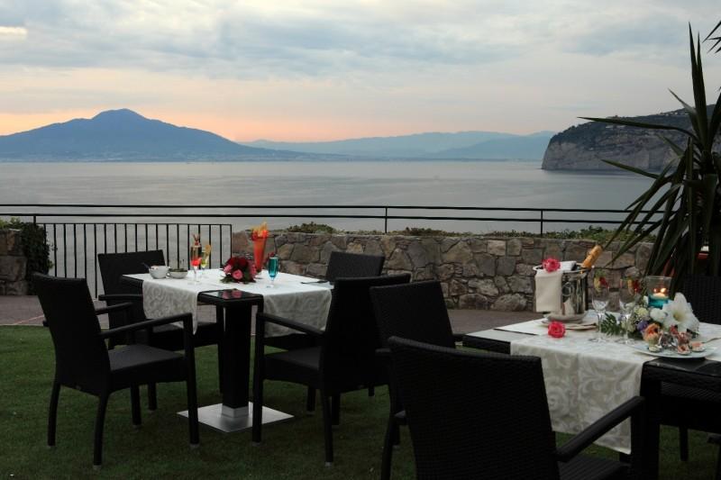 Emejing Terrazza Calabritto Napoli Ideas - Design Trends 2017 ...
