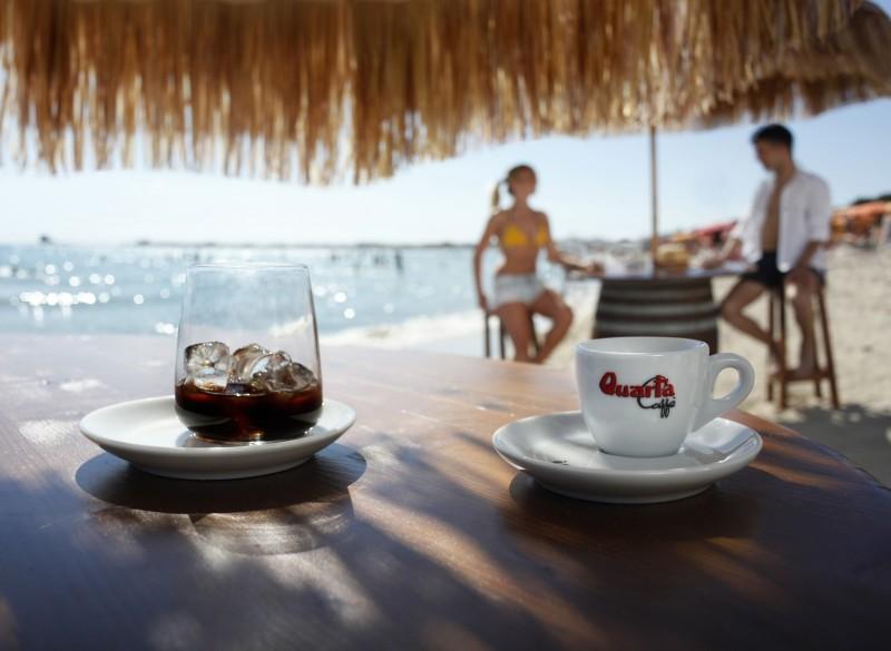 redattori licheri caffè in ghiaccio