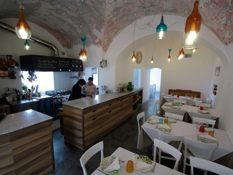 la taverna del duca locorotondo http://www.tavernadelducascatigna.it/il-locale/