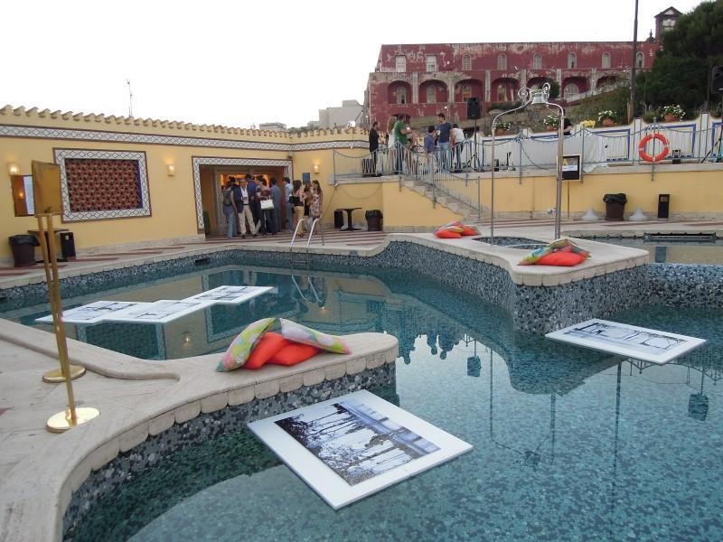 Aperitivo sulle terrazze degli alberghi di napoli for Albergo romeo napoli