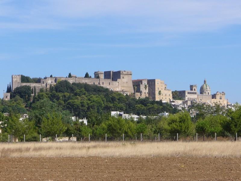 castello di oria  https://it.wikipedia.org/wiki/castello_di_oria#/media/file:panorama_oria.jpg