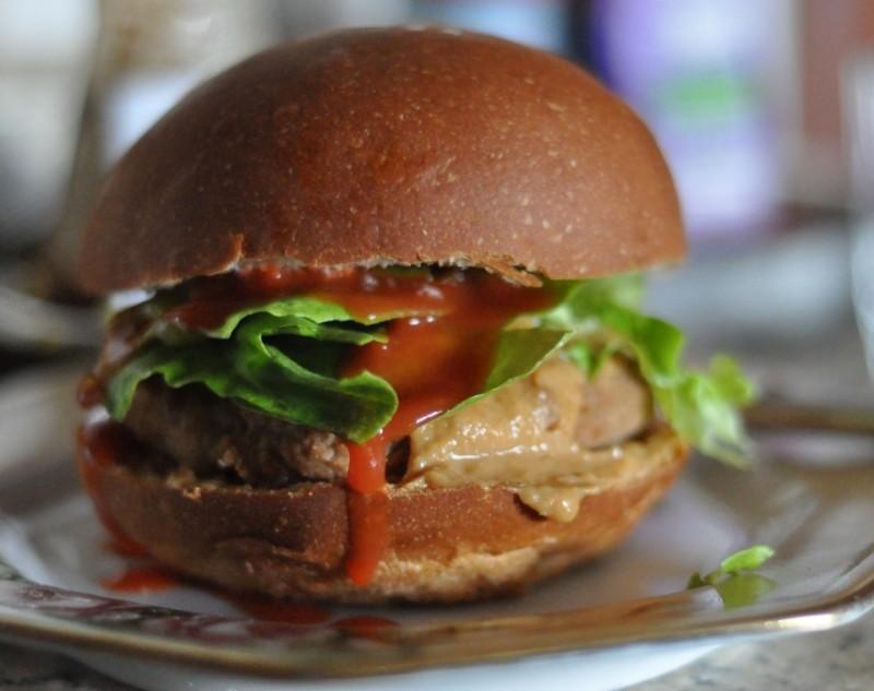 hamburger vegetariano vegano https://www.flickr.com/photos/cults/5500011385/