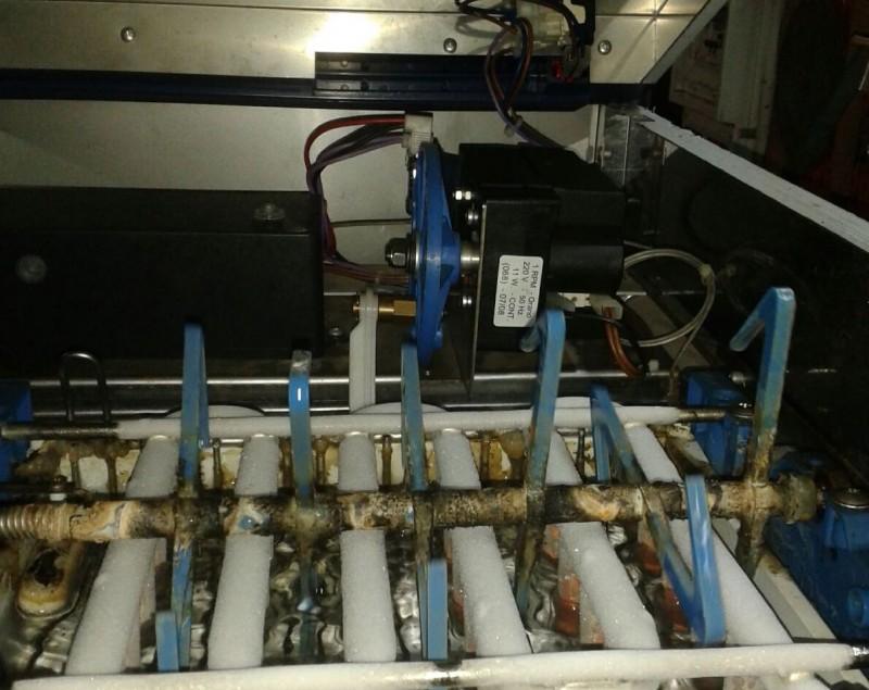redattori licheri ghiaccio macchina sporca