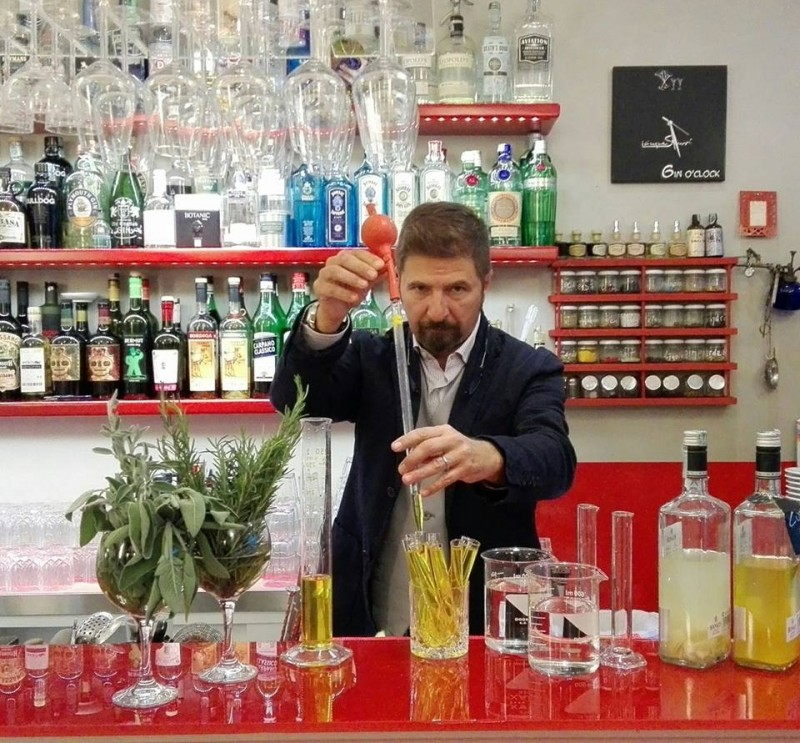 gin bar firenze https://www.facebook.com/photo.php?fbid=737599469725957&set=pb.100004277320243.-2207520000.1480898395.&type=3&theater