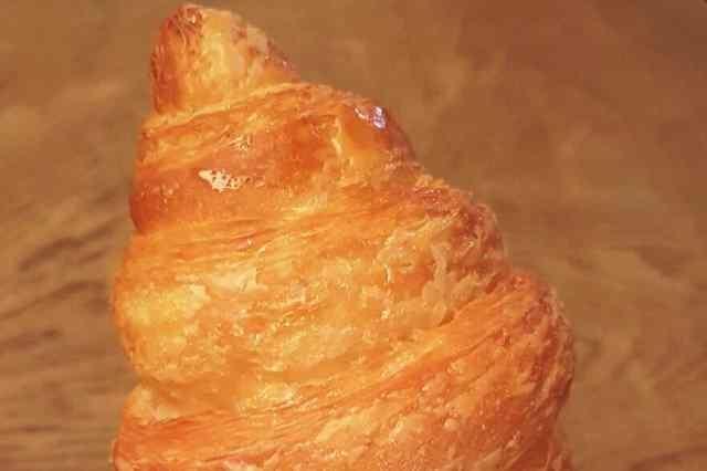 milano colazione pasticceria brioche croissant confettura albicocca frutti rossi bioesserì