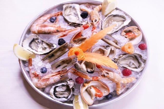 il falchetto ristorante roma pesce crudo antipasto gamberoni scampi