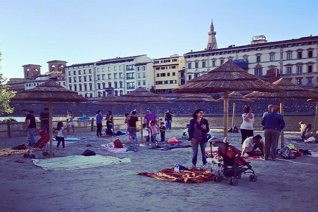 spiaggia sull'arno easy living https://www.facebook.com/easylivingfirenze/photos/a.571425029666398.1073741828.571129076362660/594250344050533/?type=3&theater