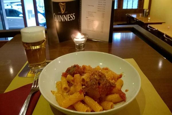 barry lyndon pub pietralata roma irish pub pub irlandese migliori irish pub a roma cucina romana amatriciana guinness