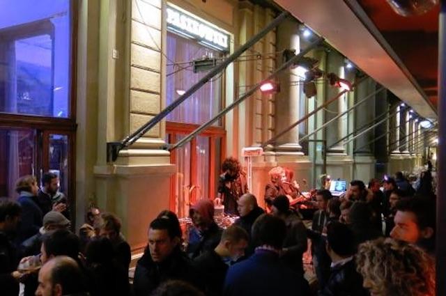 piano-bar firenze caffè paszkowski https://www.facebook.com/caffepaszkowski/photos/a.461066217305986.1073741828.461050520640889/748543705224901/?type=3&theater