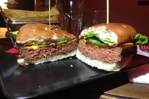 percorsi burgers & cocktails hamburgeria trastevere abbinamento hamburger cocktail patatine fritte salse maionese lime e menta