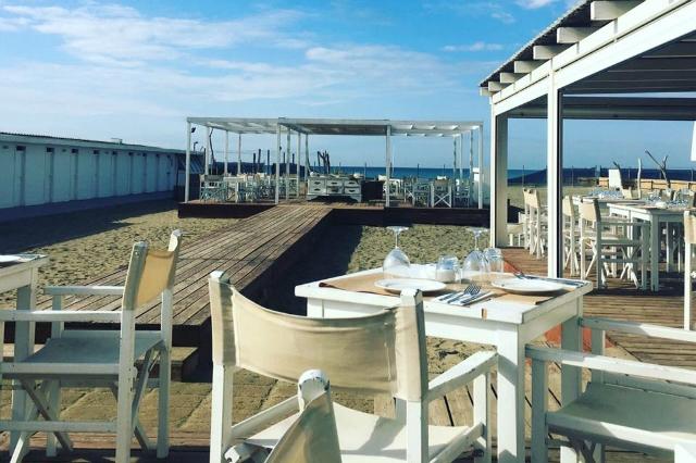 blu fregene stabilimento balneare ristorante romantico spiaggia sera candele migliori ristoranti del mare di roma pesce fresco