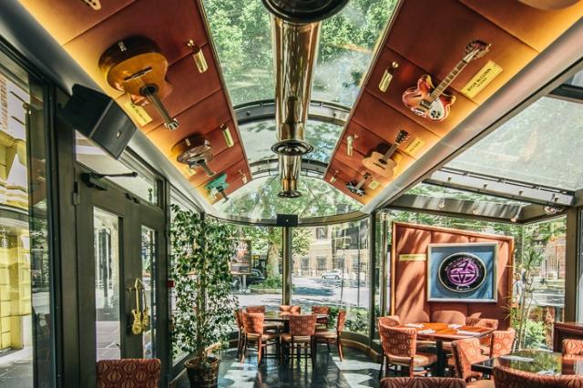 hard rock cafe roma intervista team hugo mora direttore roma gazebo merchandising ristorante via veneto
