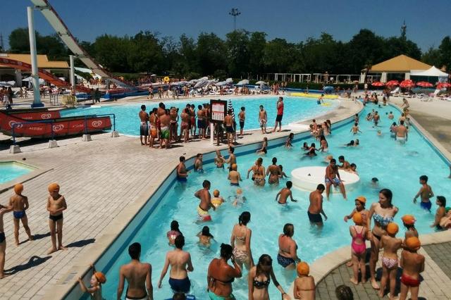 Le pi belle piscine di milano se il mare quest 39 estate un miraggio - Piscina acquatica park ...