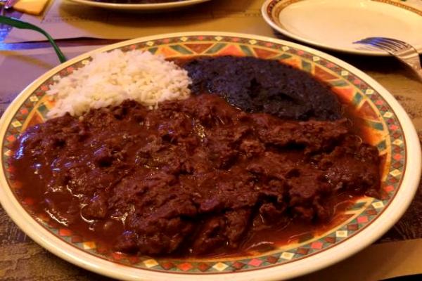 el pueblo ristorante messicano chiapas roma aurelio mole poblano de puebla peperoncino chili con carne cucina messicana ti piace piccante 5 locali hot