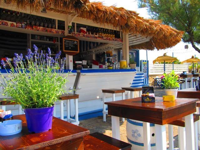 beach bar bisceglie cocktail tirar fino all'alba happy hour dj set a barraca