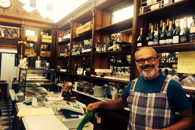 casa del vino esercizi storici fiorentini facebook https://www.facebook.com/photo.php?fbid=10152773994404159&set=a.10150194180789159.269628.522959158&type=1&theater