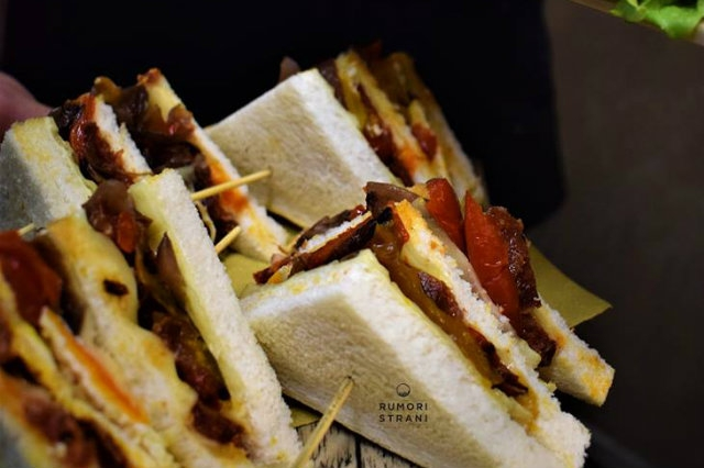 rumori strani club sandwich