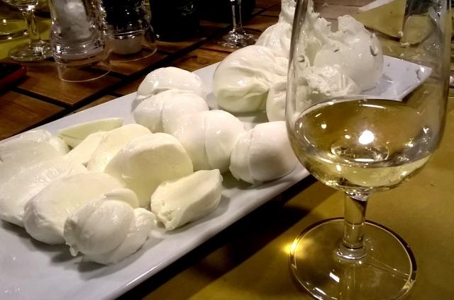 milano pranzo cena aperitivo affettati salumi formaggi botteghe degustazione corti abbadesse