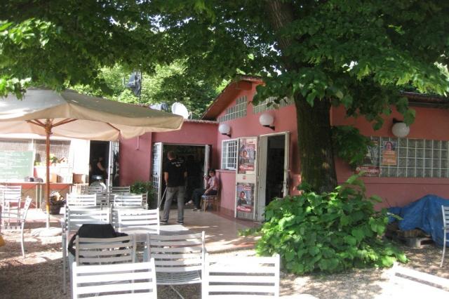 casetta rossa trattoria popolare garbatella giardino ristoranti roma spendere poco