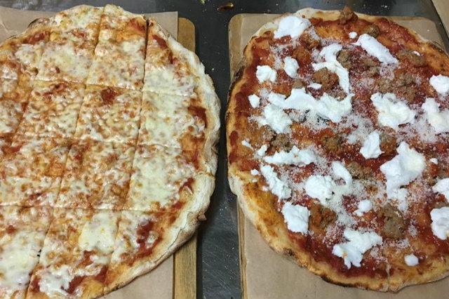 officine resta pizza fino a tardi a roma pizza speciale con polpette pizza burger portuense ristorante pizzeria