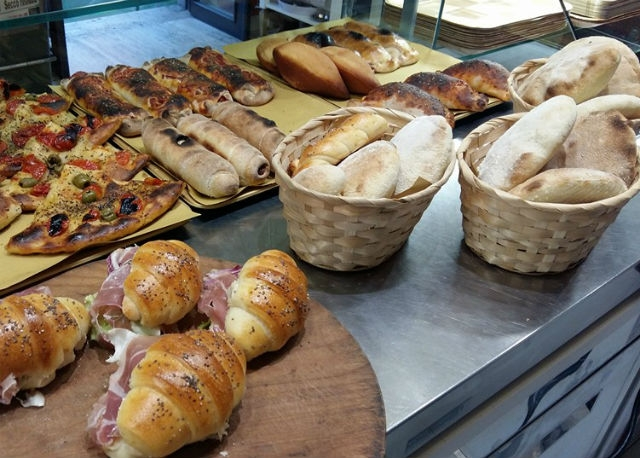 pizzeria panzerotto eraclio barletta fritto forno foto da facebook https://www.facebook.com/eraclioristopizza/photos/a.643558859061399.1073741827.383002641783690/1060028334081114/?type=3&theater