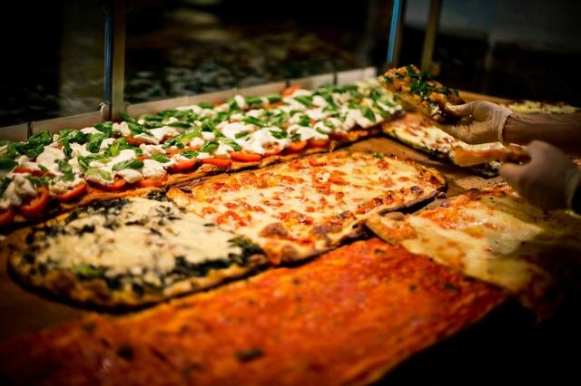 pizza a taglio roma street food cibo da strada roscioli centro storico margherita pranzo spuntino merenda