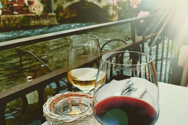 aperitivo in riva all'acqua veneto