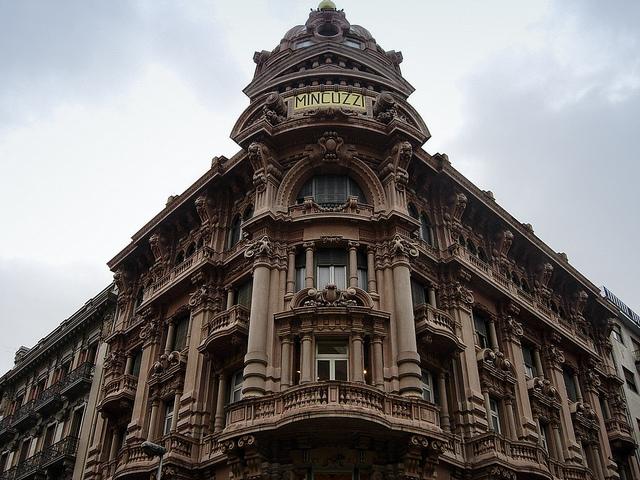 palazzo mincuzzi bari https://www.flickr.com/photos/xiquinho/3428625098/