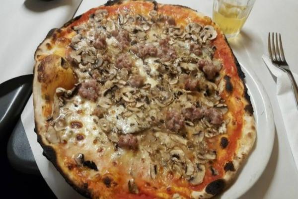 pizzeria da remo testaccio pizza romana bassa boscaiola funghi salsiccia fritti supplì fiori di zucca filetto baccalà migliore pizza bassa a roma classifica 10 migliori pizze basse romane the best pizza in rome