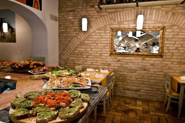sciuè sciuè ristorante caffè monti roma cucina napoletana sud italia bruschette paste aperitivo vini del sud mini guida ai migliori aperitivi di roma quartiere per quartiere
