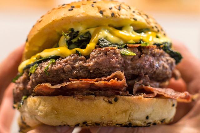 fonzie's the burger house migliori hamburger particolari roma kosher