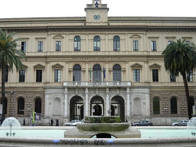 università aldo moro bari https://www.flickr.com/photos/xiquinho/3428624258/