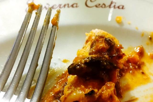 pranzo della domenica a roma taverna cestia cucina tradizionale osteria locale storico amatriciana