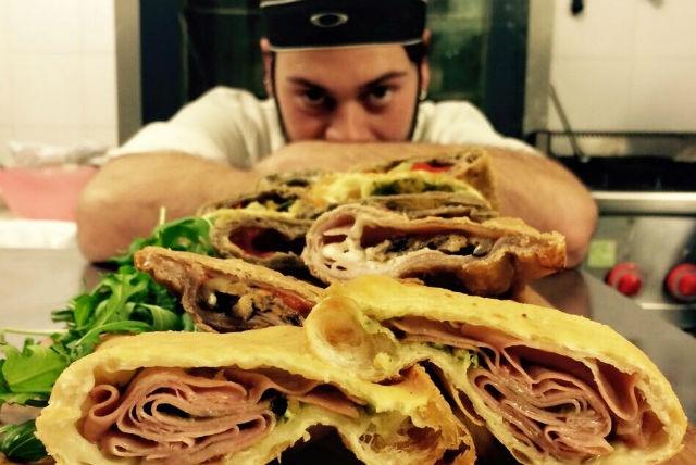 panzerotti migliori buoni panzerotto andria puglia fritto forno foto da facebook di capomulino https://www.facebook.com/669554713130318/photos/a.681672495251873.1073741827.669554713130318/778911332194655/?type=3&theater