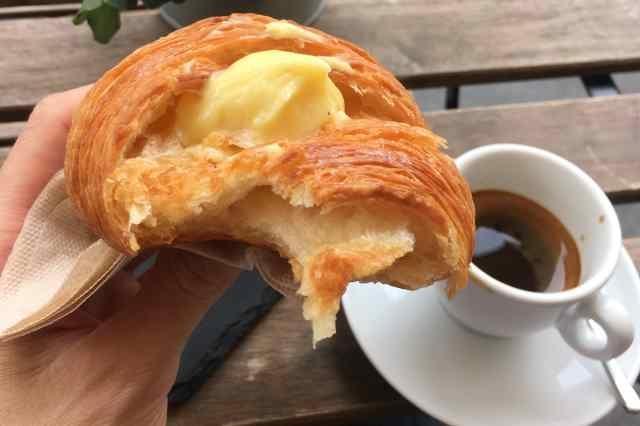 milano colazione brera cappuccino brioche croissant caffè bioesserì