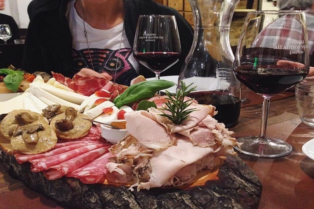 all'antico vinaio https://www.facebook.com/allanticovinaio/photos/a.344289109007616.1073741824.146643895438806/768083283294861/?type=3&theater