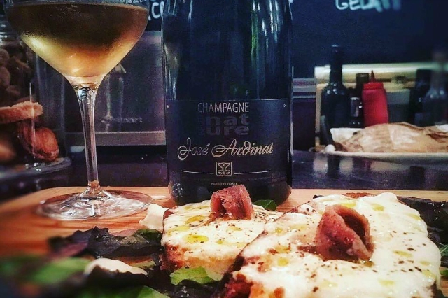 remigio migliori aperitivi san giovanni roma champagne cocktail buffet carne formaggi salumi appio tuscolano vini francesi bollicine