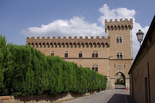 bolgheri foto da wikipedia https://it.wikipedia.org/wiki/bolgheri#/media/file:bolgheri_castello_001.jpg