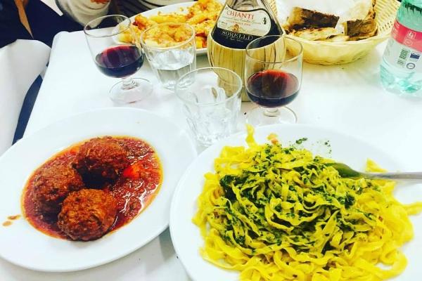 sora margherita ghetto trattoria popolare storica roma cucina romana tradizionale ristoranti storici roma centro fettuccine polpette al sugo