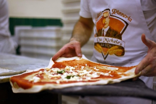 antica pizzeria da michele firenze https://www.facebook.com/damichelefirenze/photos/a.163727854284350.1073741827.163727487617720/163727974284338/?type=1&theater