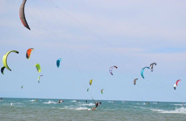 spiaggia ponente lido stabilimento balneare sport freekite foto da facebook https://www.facebook.com/freekite.it/photos/pb.1042761749068516.-2207520000.1463645108./1042763645734993/?type=3&theater
