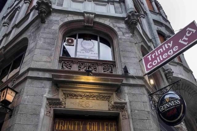 trinity college pub roma migliori pub centro storico di roma irish pub vittoriano elegante aperitivo
