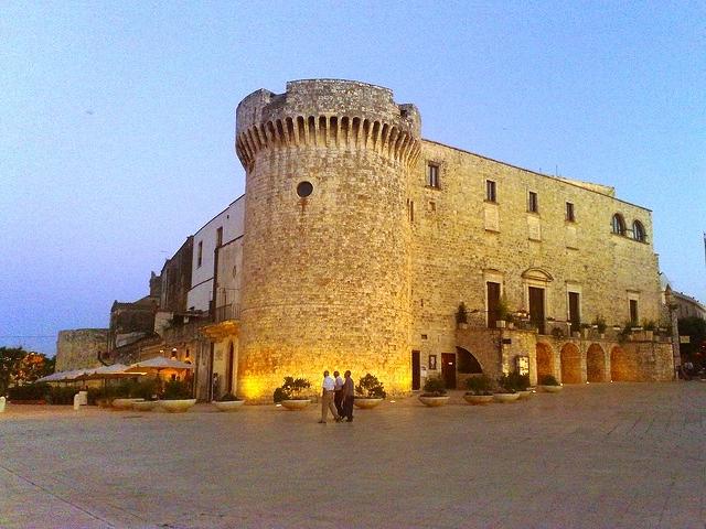 castello conversano https://www.flickr.com/photos/fabio48/4853637561/