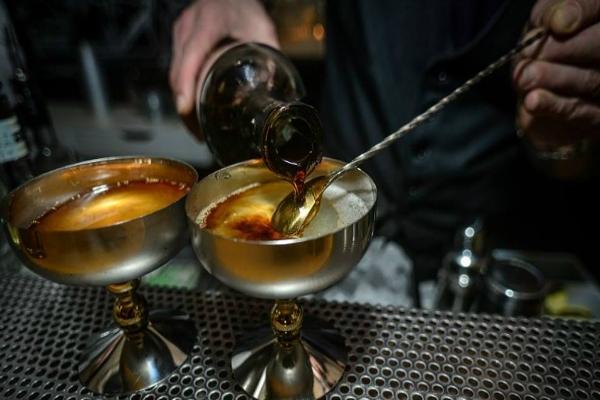 race club roma monti aperitivo speakeasy mixologism bartendering cocktails guida ai migliori aperitivi di roma quartiere per quartiere rione monti