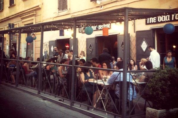 the odd room aperitivo buffet apericena san lorenzo formula 7 euro birra artigianale cocktails guida migliori aperitivi di roma quartiere per quartiere