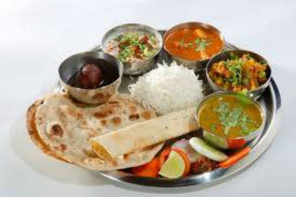 bollywood club roma aperitivo indiano buffet samosa riso birra indiana migliori aperitivi etnici di roma