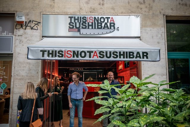 this is not a sushi bar milano esterno