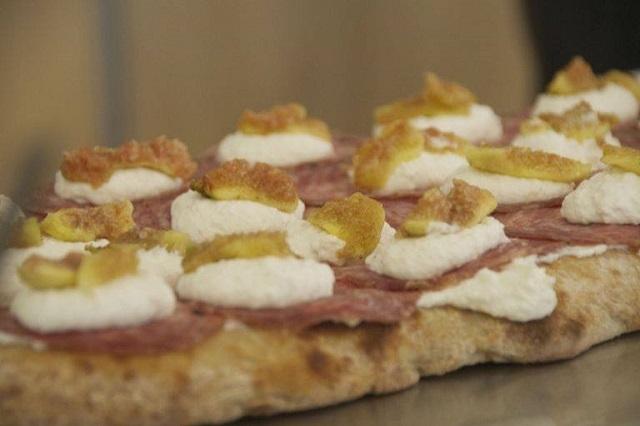 la divina pizza pizza al taglio https://www.facebook.com/ladivinapizzafirenze/photos/a.352990858135979.1073741830.346740662094332/566637650104631/?type=3&theater