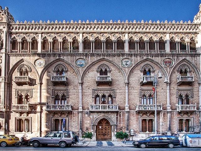 palazzo fizzarotti bari https://www.flickr.com/photos/paolomargari/3027106685/
