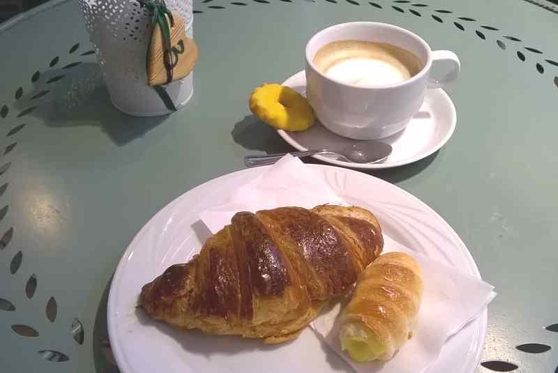 milano colazione pasticceria brioche croissant confettura albicocca frutti rossi pasticceria castelnuovo